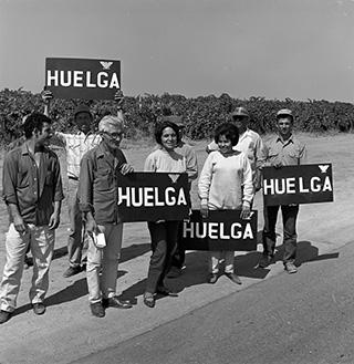 Dolores Huerta: Revolution in the Fields / Revolución en los Campos